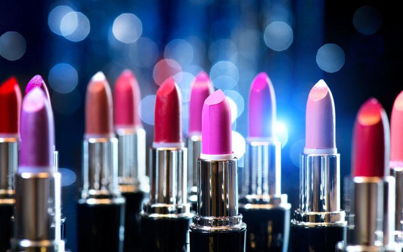 3 Cara Mudah Memilih Lipstik Untuk Bibir Kering